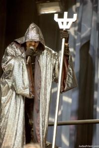 Rob Halford encenando Nostradamus